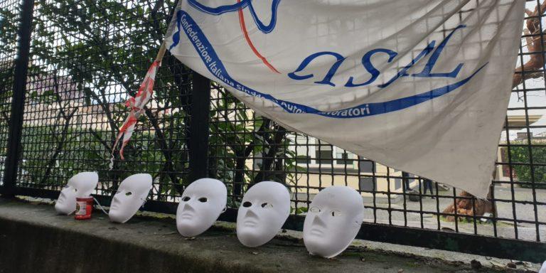 Angri, sciopero dei lavoratori Princes davanti alla sede dell'azienda