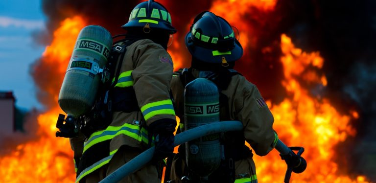 Pagliarone: a fuoco due capannoni per lo stoccaggio di mobili e indumenti
