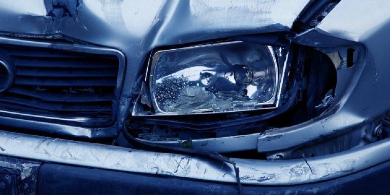Sarno, guida senza patente e causa un incidente