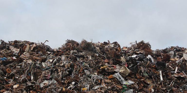 Ispani, sequestrata discarica per rifiuti pericolosi: denunciato il proprietario
