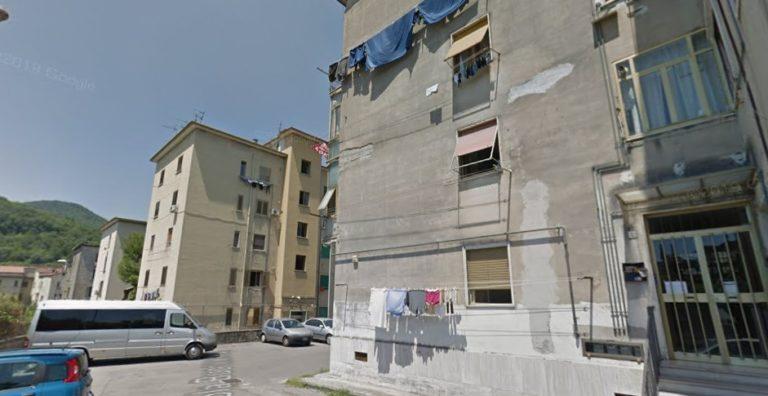 Salerno, disagi all'Ufficio Anagrafe: un dipendente per decine di persone