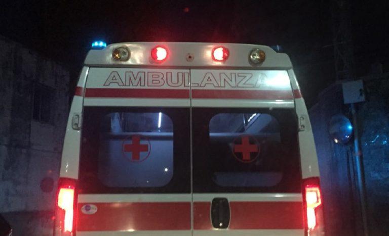 Sala Consilina, auto finisce contro un muro: ferita una donna