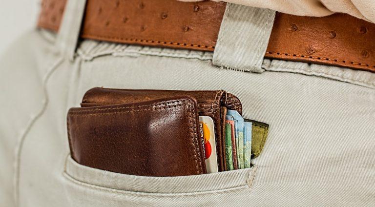 Nocera: trova un portafogli con duemila euro e lo restituisce