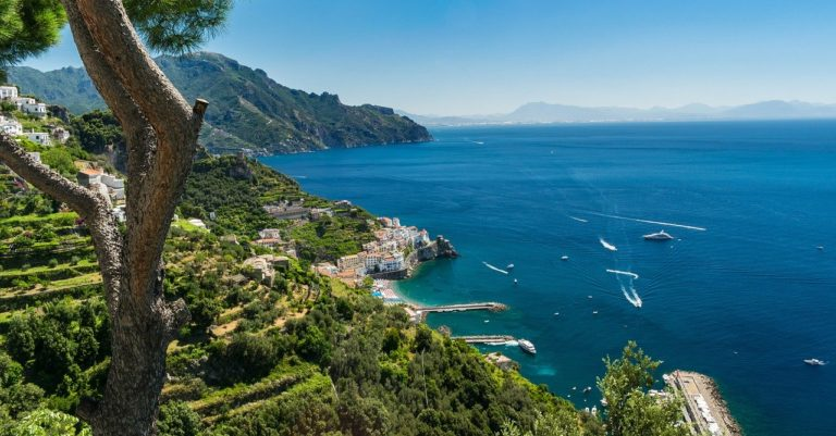 Amalfi, distribuite protezioni a commercianti e soggetti esposti