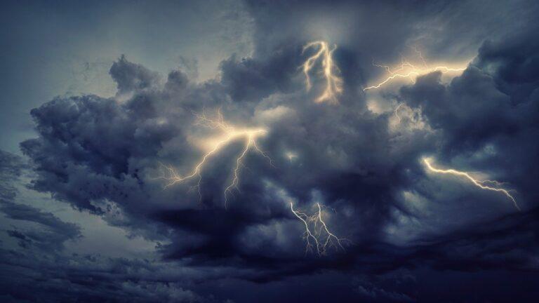 Campania: allerta meteo Arancione, previste piogge e temporali