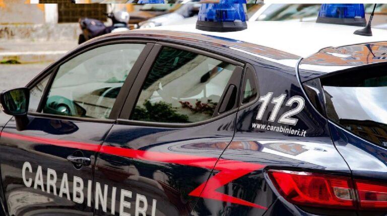 Battipaglia: uomo armato danneggia auto in sosta