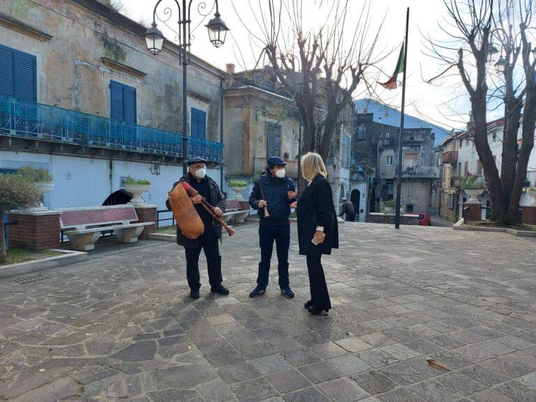 Il Covid non ferma la tradizione degli zampognari a Castel San Giorgio