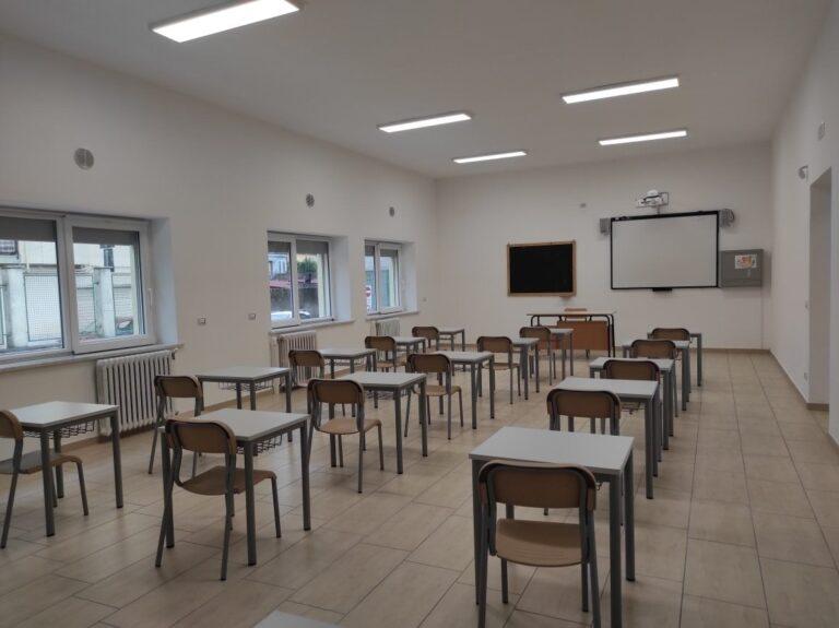 Angri, sale il numero di contagi: chiusa una scuola