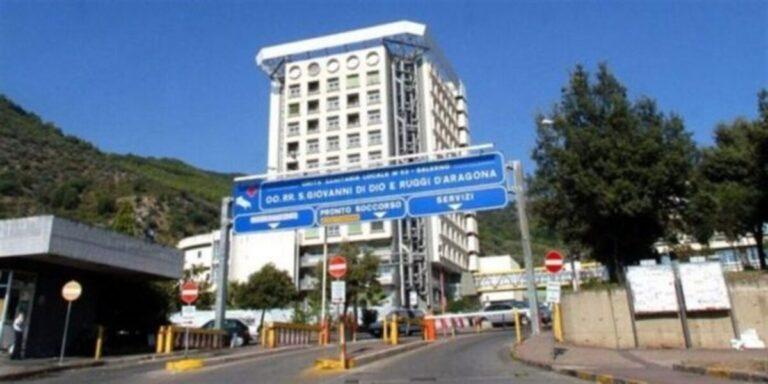 San Cipriano, commerciante picchiata da due clienti: finisce in ospedale