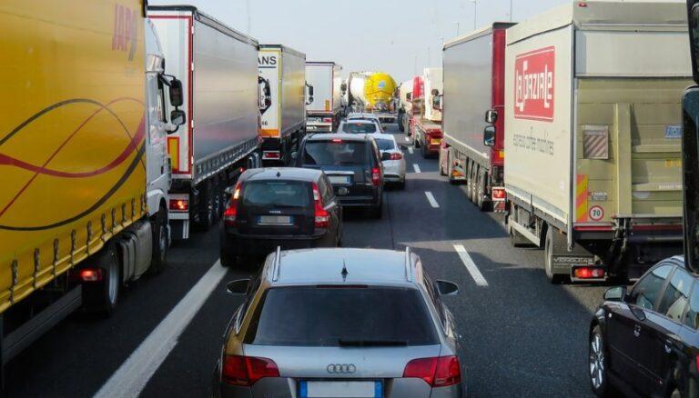 Sala Consilina, scontro tra camion e Lancia Ypsilon. Un ferito