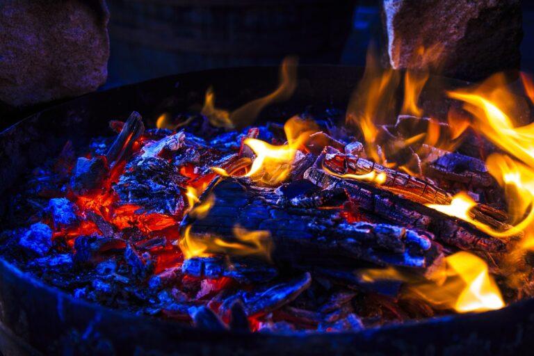 San Cipriano Picentino, accende il barbecue e prende fuoco: grave un uomo