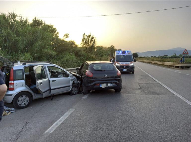 Violento scontro tra autovetture lungo l'Aversana: 3 feriti