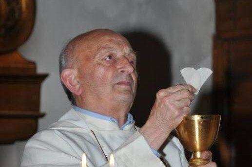 Tragedia a Fisciano, parroco muore durante la messa