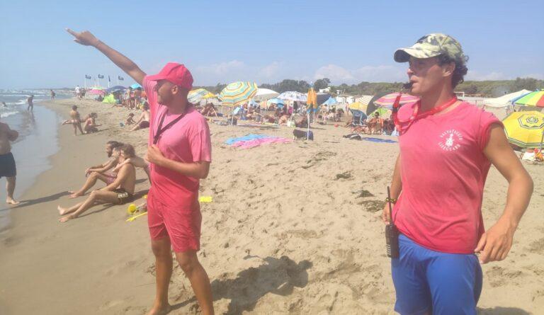 Capaccio, due ragazzi salvati in mare aperto dai bagnini