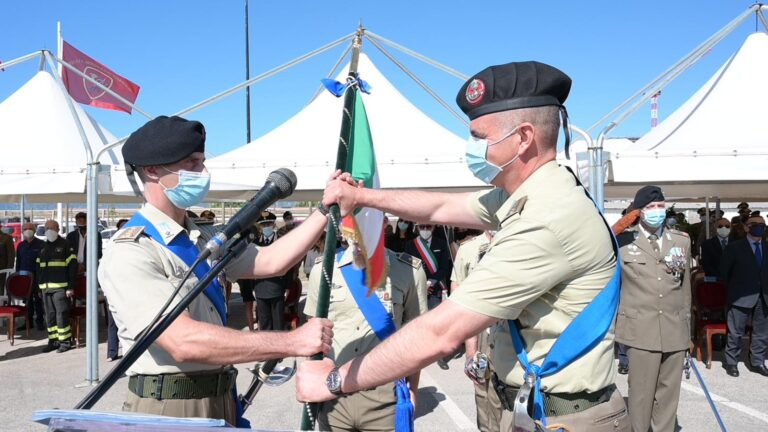 """Reggimento """"Cavalleggeri Guide"""": cambio del comandante a Salerno"""