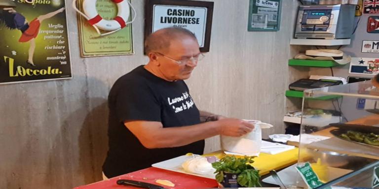 """Salerno, chiude """"Enzo le Comiche"""": simbolo dello street food"""