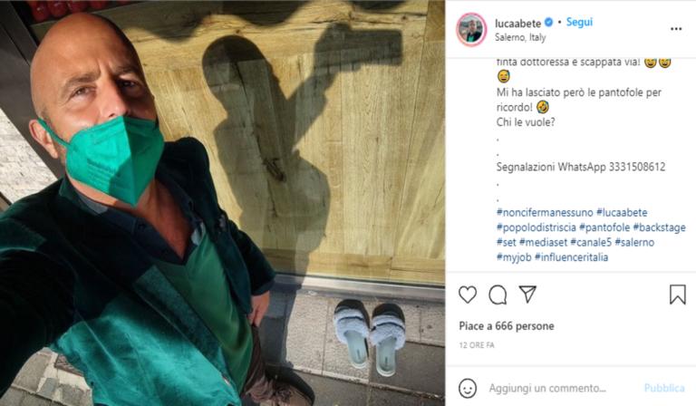 Salerno, falsa dottoressa inseguita per le vie del centro da Striscia la Notizia