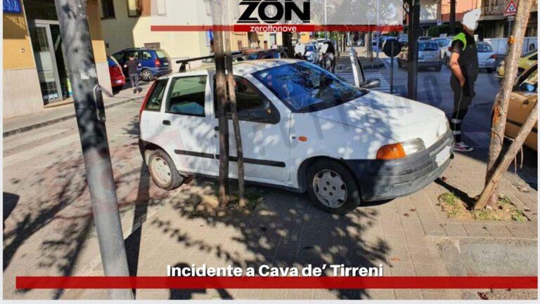 Cava, scontro tra due auto in Via Prolungamento Marconi